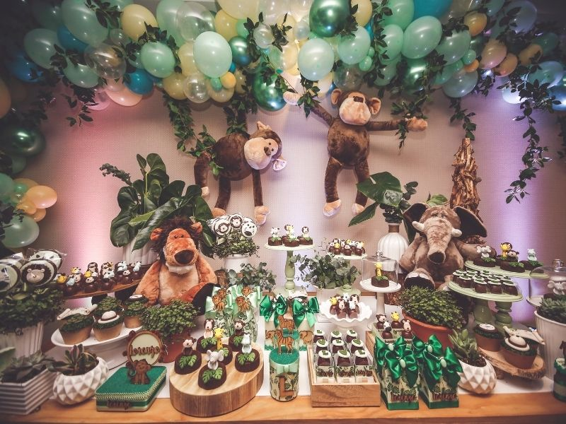 Zoo themed birthday party snack table