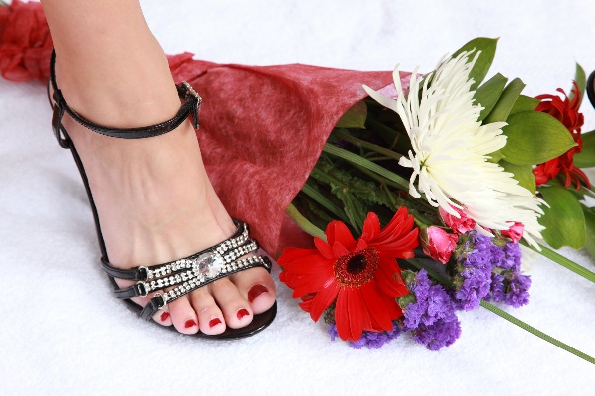 Cute diamond sandals and a bouquet of flowers